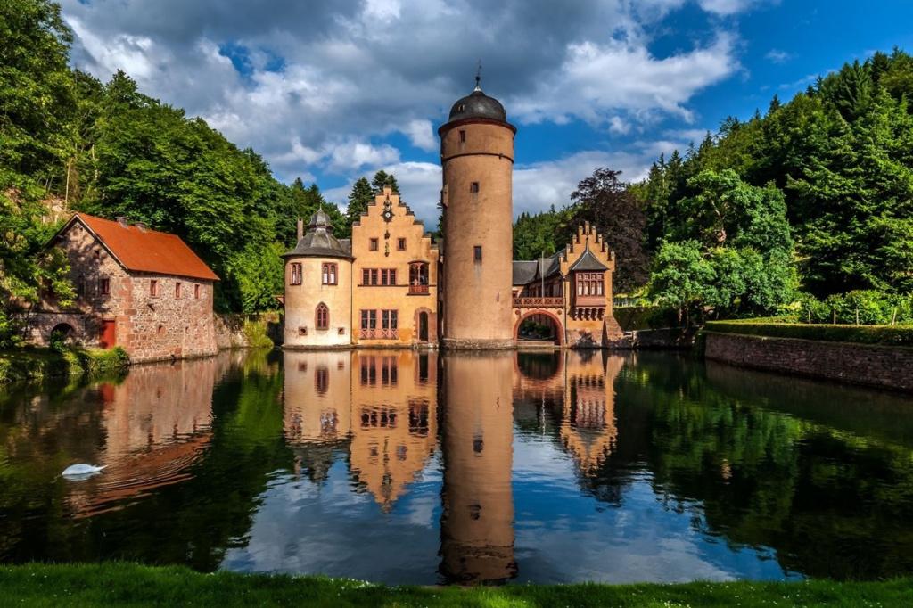 Mespelbrunn castle.jpg