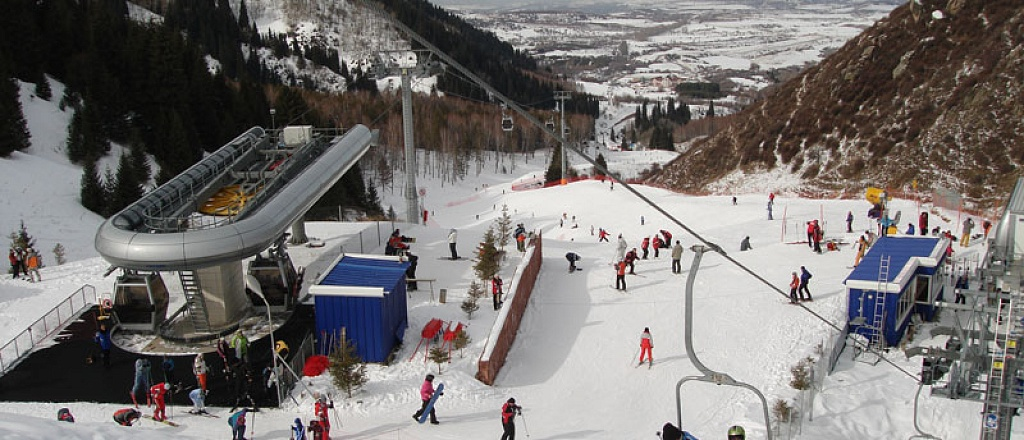 recreation-in-almaty-suburbs-snowboard-horse-riding-and-thermal-swimming-pool