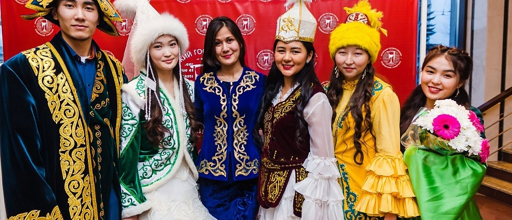 kazakhstanis-living-in-russia-on-the-kazakh-language-and-its-importance